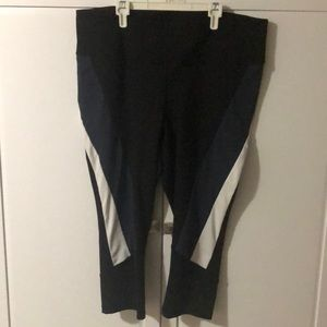 Livi Active Capri Leggings
